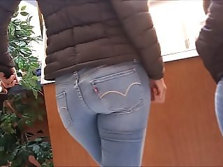 Hot Latina Milf with great ass in jeans