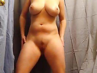 PAWG with big tits dancing