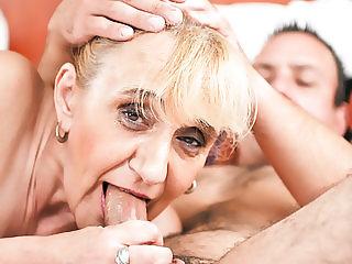 Old granny asshole fucked