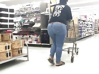 Thick Butt Ebony in Jeans gets lotioned!