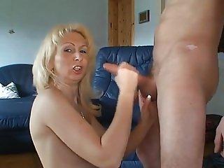 Moni clip 15